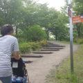 ベビーカーに優しい道はあるが、公園内はちょっと高低差がありますよ~