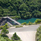 ふれあい橋から見える宮ヶ瀬ダム