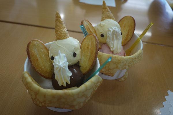 カフェではお洒落なデザートが食べられます。