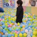 小さいお子さんにはボールプールも