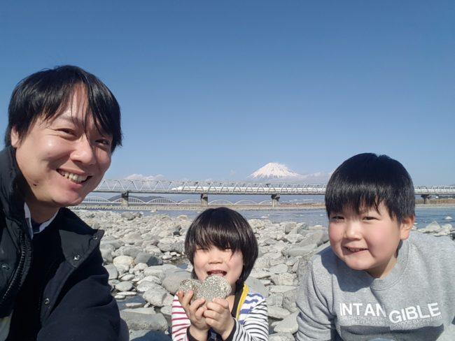 富士川河川敷新幹線と富士山