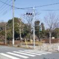 駐車場に止めて信号を渡れば公園入口