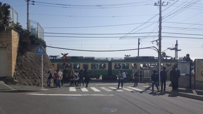 鎌倉高校前駅 踏切 江ノ電