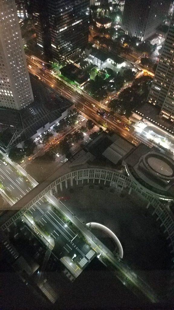 都庁南展望室から真下を見た景色