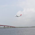 城南島からの飛行機着陸風景